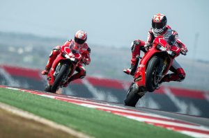 Spies and Hayden having fun on the new Panigale R.